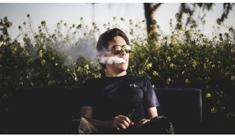 Choisir sa première cigarette électronique pour arrêter le tabac